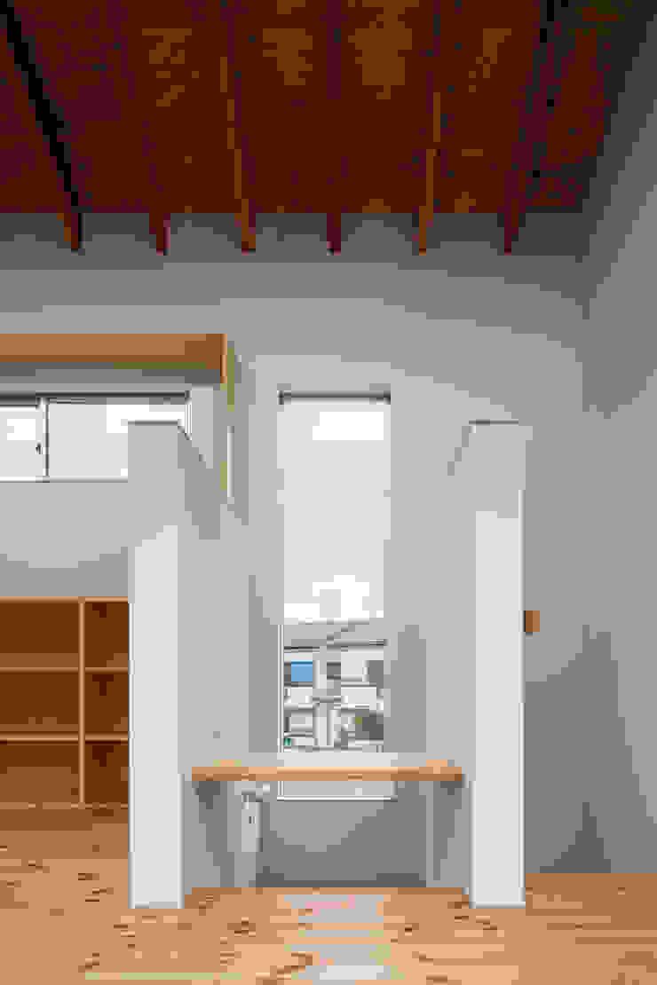 三浦の家 萩原健治建築研究所 ミニマルデザインの 書斎