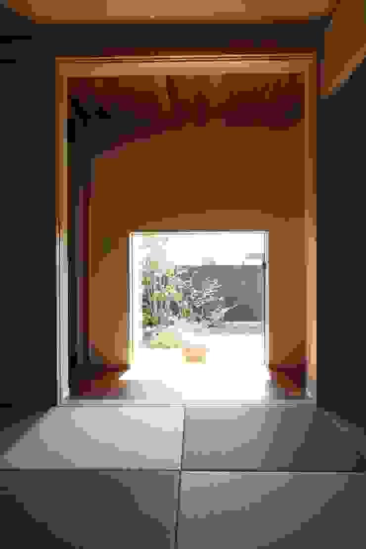 C邸ー大きな屋根の家 アジア風 庭 の C-design吉内建築アトリエ 和風