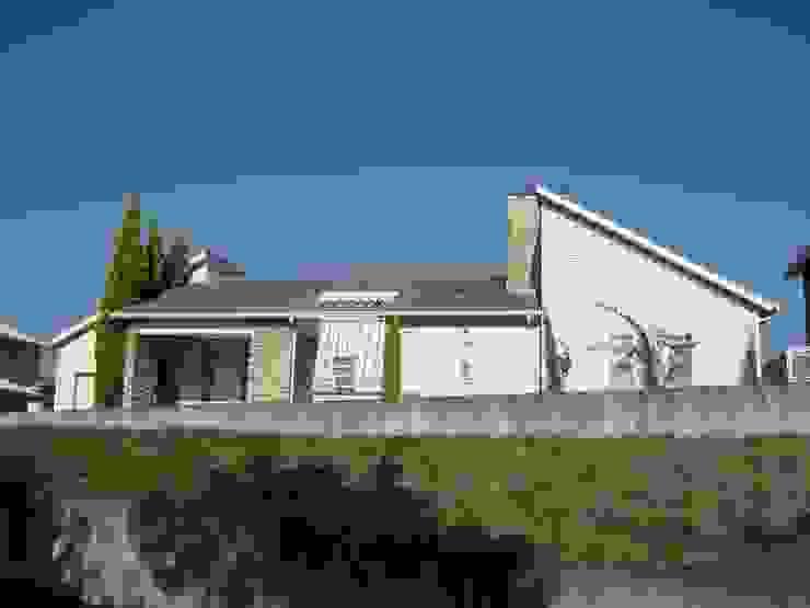 LAのマリブ辺りで見かけるような平屋の別荘です。 オリジナルな 家 の ヒロ・デザイン・ラボ オリジナル