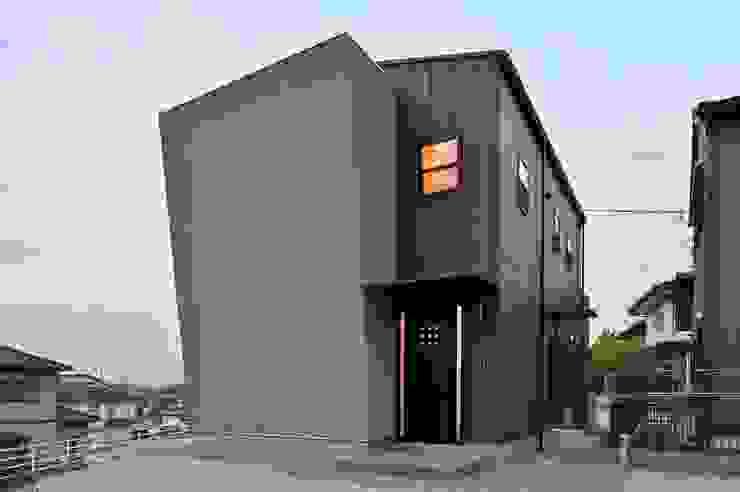 Modern home by 若山建築設計事務所 Modern