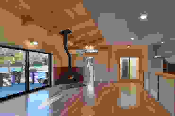 LDK: 若山建築設計事務所が手掛けたリビングです。,和風