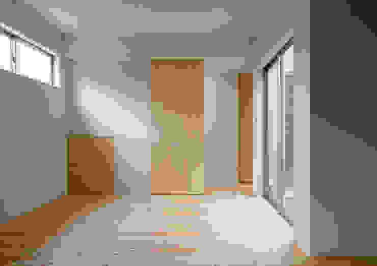 三浦の家 萩原健治建築研究所 ミニマルスタイルの 子供部屋