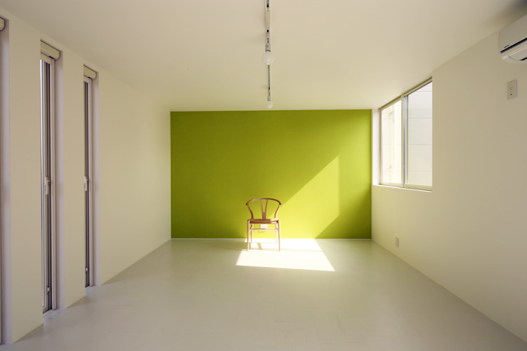 K邸ー白い箱の美容室 モダンデザインの 子供部屋 の C-design吉内建築アトリエ モダン