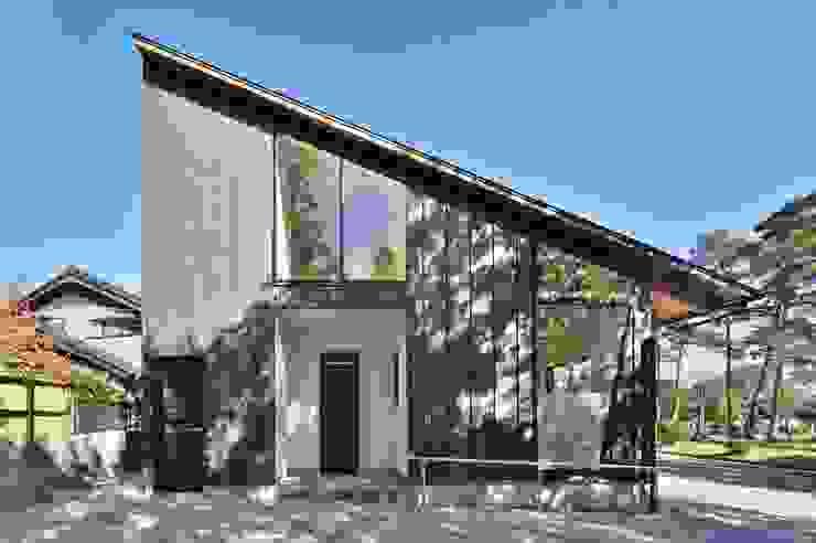 Casas de estilo asiático de 若山建築設計事務所 Asiático