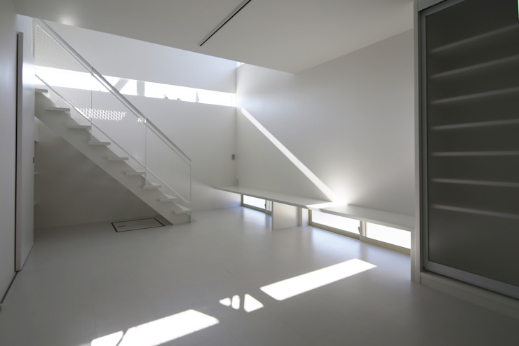K邸ー白い箱の美容室 モダンデザインの リビング の C-design吉内建築アトリエ モダン