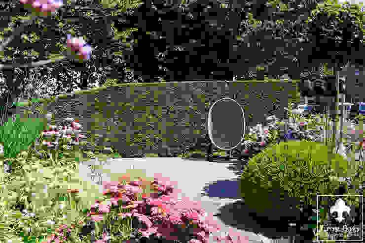 Middelgrote tuin in Alphen a/d Rijn:  Tuin door  Ernst Baas Hoveniers B.V. / Ernst Baas Tuininrichting B.V.,