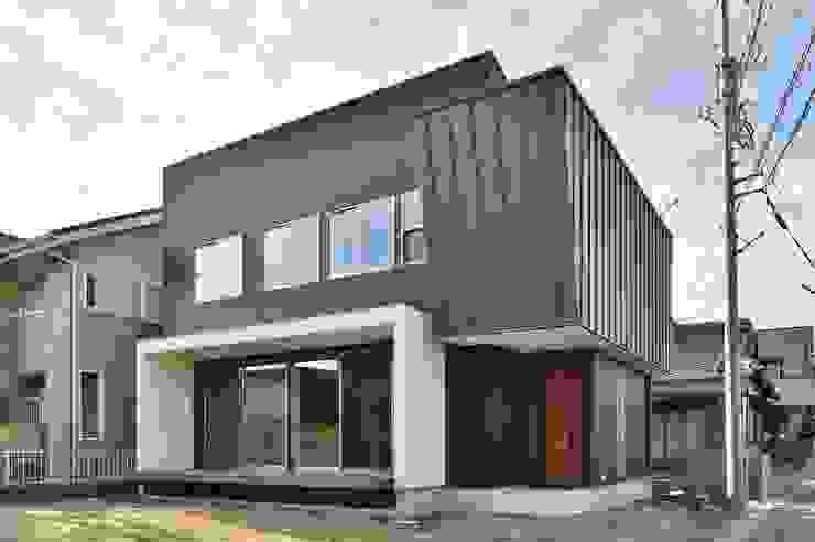 外観 モダンな 家 の 若山建築設計事務所 モダン