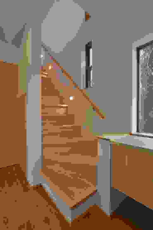 若山建築設計事務所 Moderner Flur, Diele & Treppenhaus