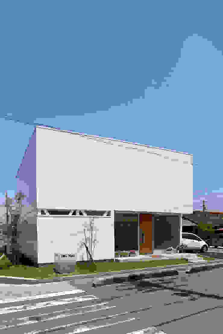 K邸ー白い箱の美容室 モダンな 家 の C-design吉内建築アトリエ モダン