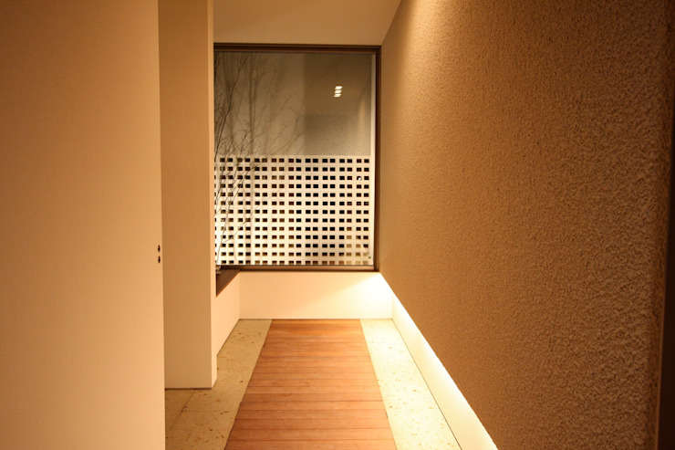 Modern Corridor, Hallway and Staircase by C-design吉内建築アトリエ Modern