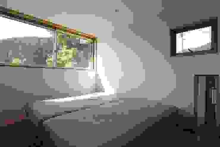 M邸ー大きな窓の家 ミニマルスタイルの 寝室 の C-design吉内建築アトリエ ミニマル