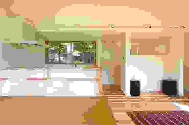 M邸ー大きな窓の家 ミニマルデザインの キッチン の C-design吉内建築アトリエ ミニマル