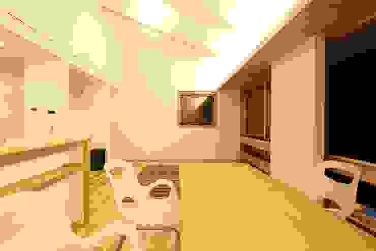 M邸ー大きな窓の家 ミニマルデザインの リビング の C-design吉内建築アトリエ ミニマル