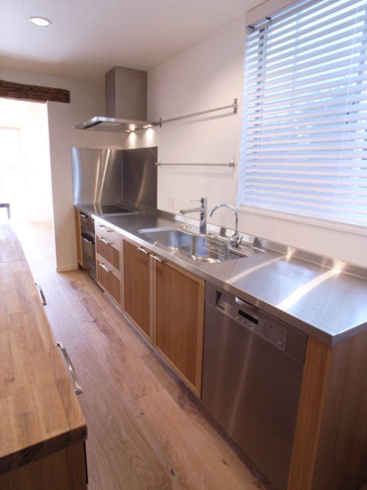 UEHARA HOUSE オリジナルデザインの キッチン の vibe design inc. オリジナル