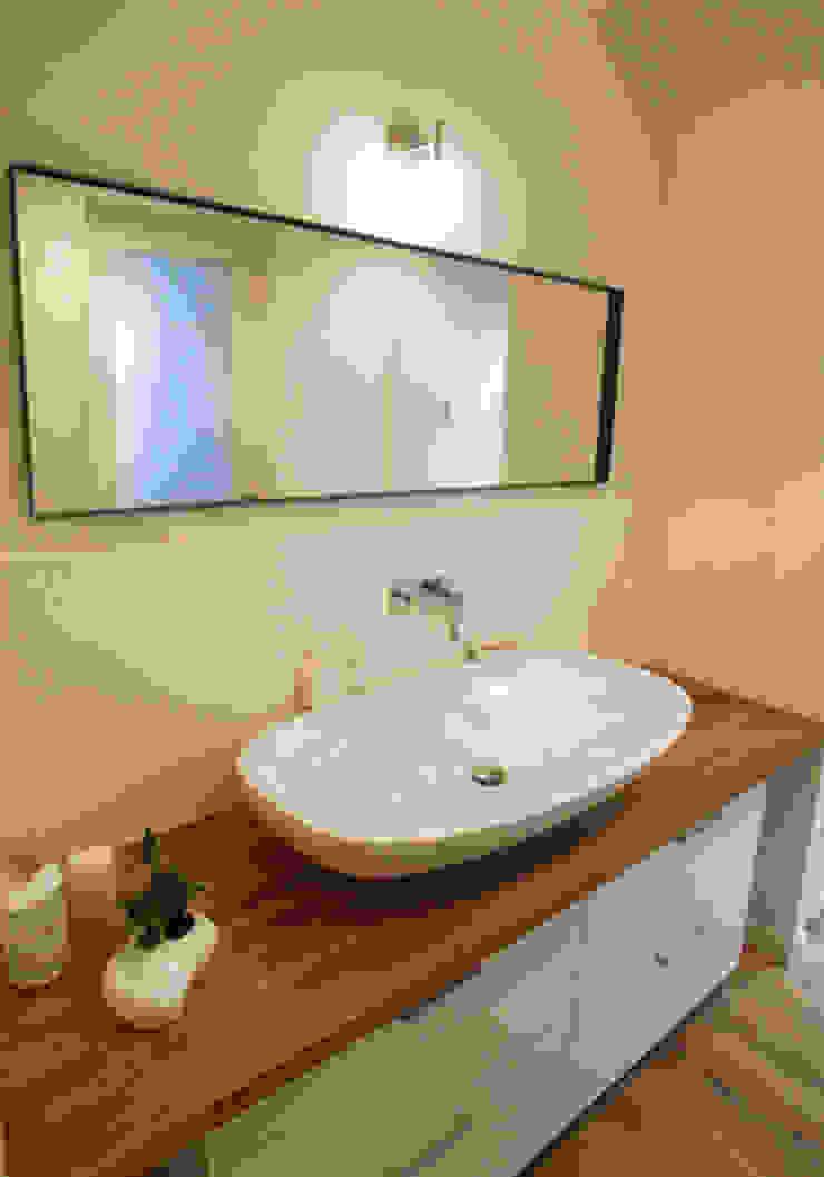 UEHARA HOUSE オリジナルスタイルの お風呂 の vibe design inc. オリジナル