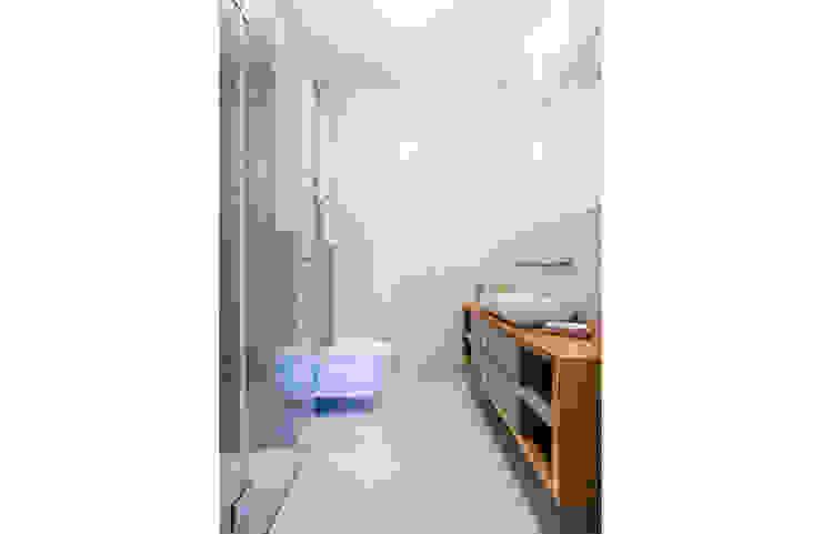 DOM W MAGADALENCE Eklektyczna łazienka od INSPACE Eklektyczny