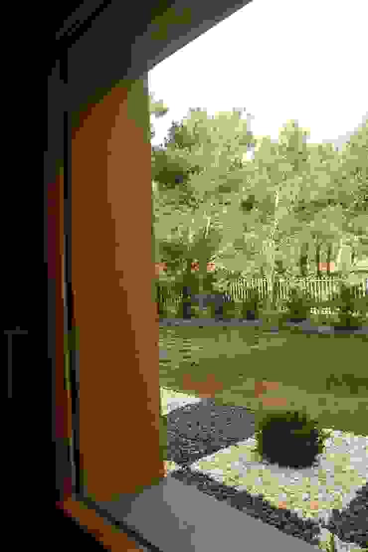 Villa in Quinta da Marinha, Cascais Janelas e portas clássicas por shfa Clássico