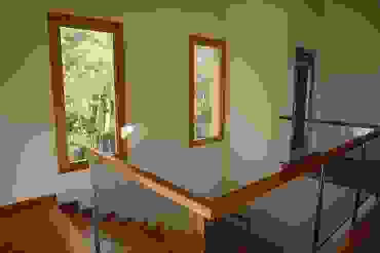Villa in Quinta da Marinha, Cascais Corredores, halls e escadas clássicos por shfa Clássico