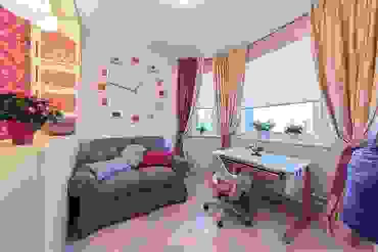 Комната с маркерной стеной для юной талантливой девушки Детская комнатa в классическом стиле от IdeasMarket Классический