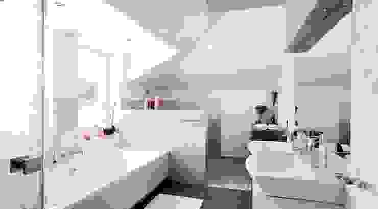 Rezydencja w Jaworzu Klasyczna łazienka od Studio Mirago Klasyczny