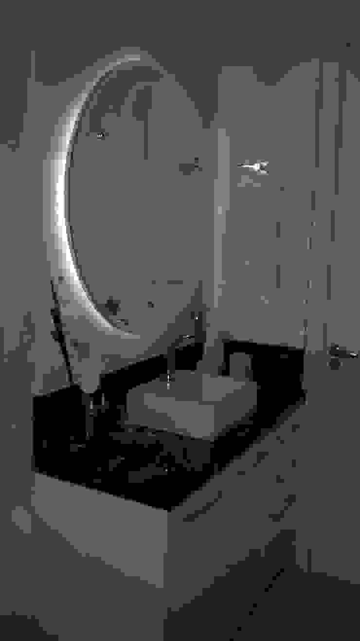 Salle de bain moderne par Daniela Coutinho Arquitetura e Interiores Moderne