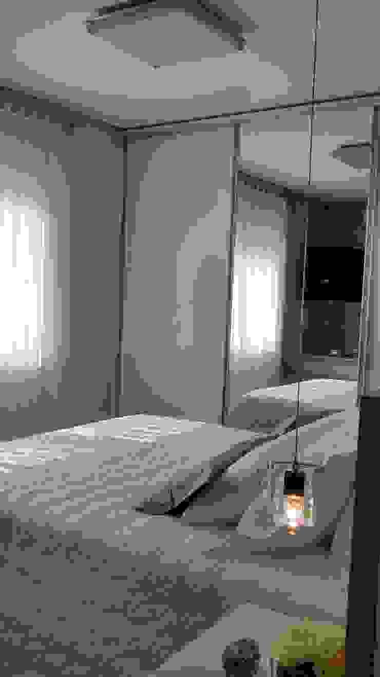 Chambre moderne par Daniela Coutinho Arquitetura e Interiores Moderne
