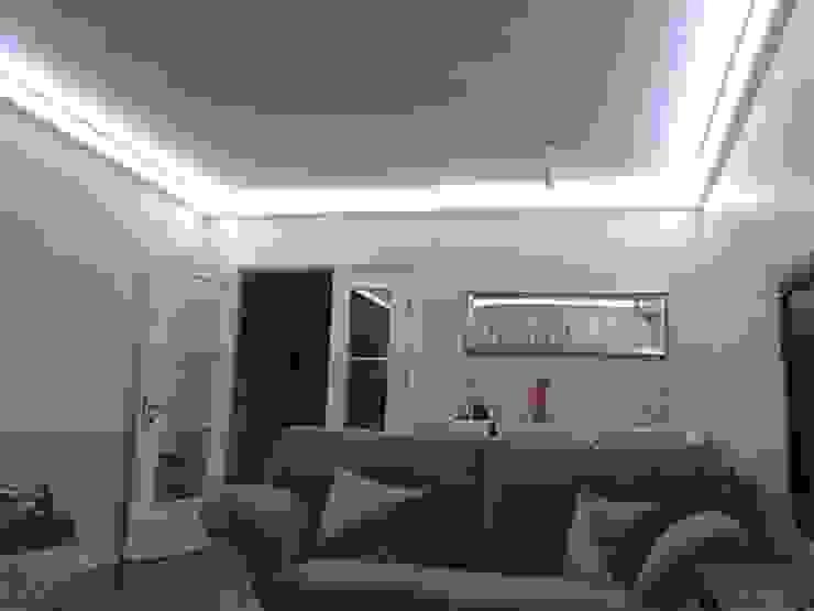Kartonpiyer san. – Gizli aydınlatma,dekoratif ışıklı kartonpiyer ve bordür sistemleri;beyaz ışıklı LEDPiYER: modern tarz , Modern