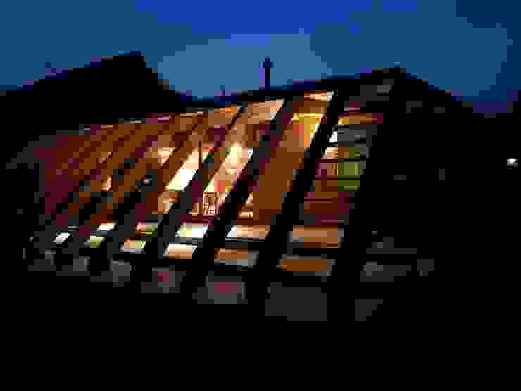夜の外観|mat house: KAZ建築研究室が手掛けた家です。,
