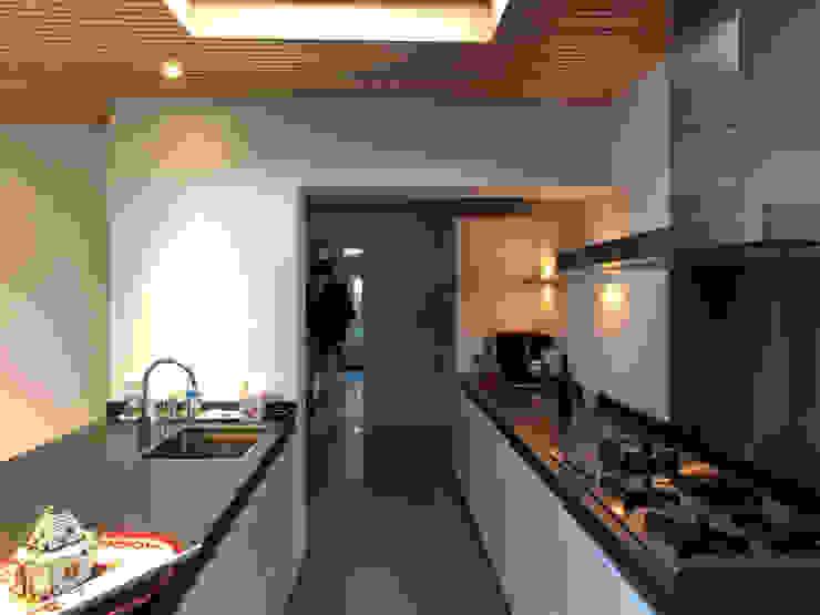 Keuken tussen bestaand en nieuw Moderne serres van Roorda Architectural Studio Modern