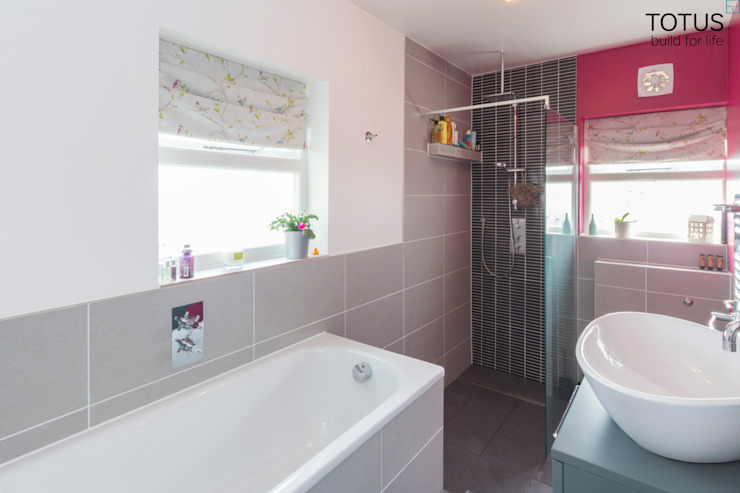 Loft conversion and house remodelling in Wimbledon Modern bathroom by TOTUS Modern