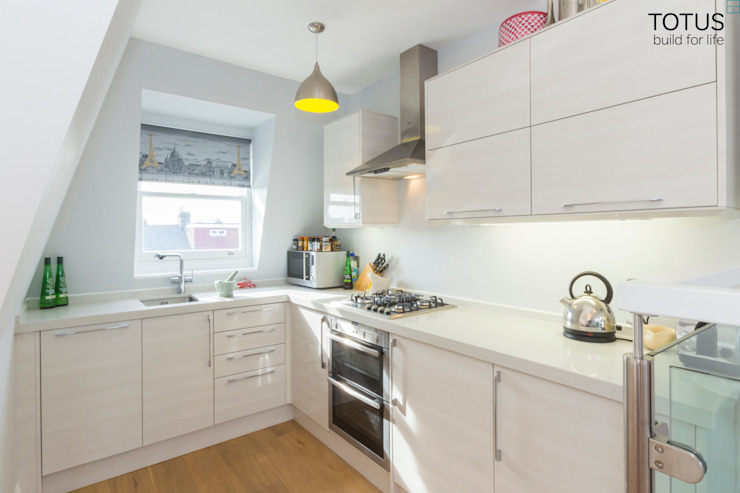 Loft conversion and house remodelling in Wimbledon TOTUS Cocinas de estilo moderno