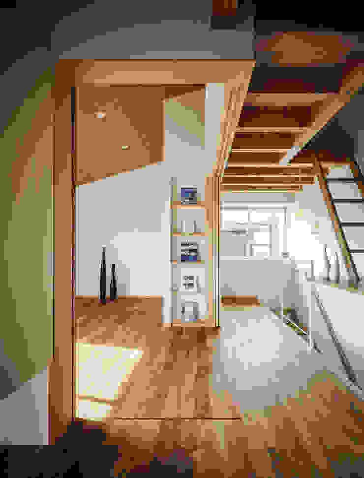 Sa HAUS 廊下とつながるアトリエ モダンデザインの 書斎 の 青木伸江建築研究所 モダン