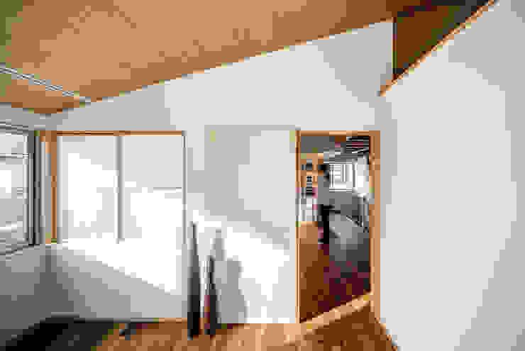 Sa HAUS 寝室 モダンスタイルの寝室 の 青木伸江建築研究所 モダン