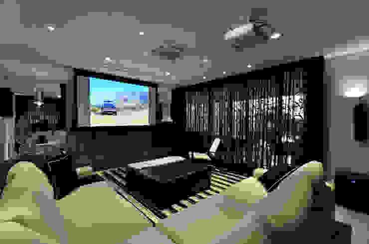 Casa Contemporânea Salas multimídia modernas por Johnny Thomsen Arquitetura e Design Moderno