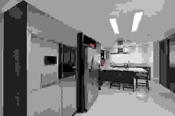 Casa Contemporânea Cozinhas modernas por Johnny Thomsen Arquitetura e Design Moderno