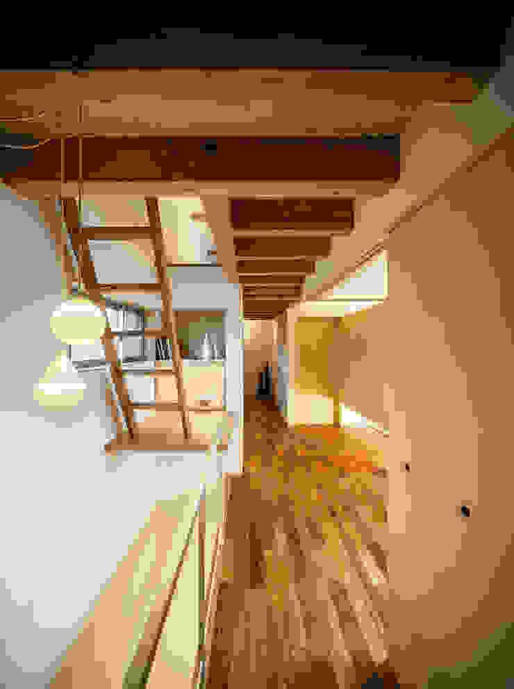 Sa HAUS 2階廊下 モダンスタイルの 玄関&廊下&階段 の 青木伸江建築研究所 モダン