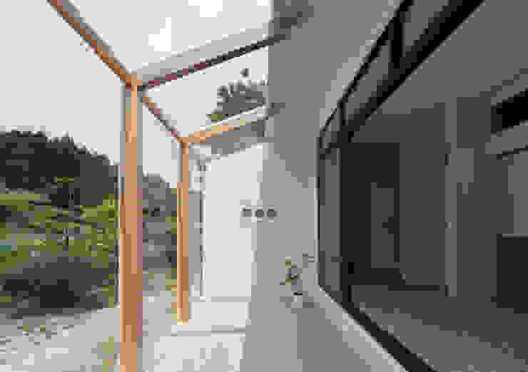 1階 サンルーム の 松本勇介建築設計事務所 / Office of Yuusuke MATSUMOTO