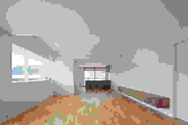 1階 LDK の 松本勇介建築設計事務所 / Office of Yuusuke MATSUMOTO