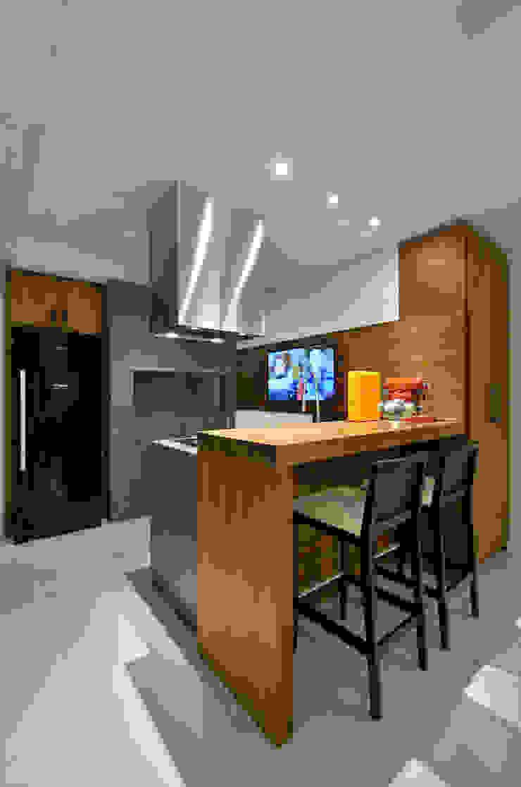 Casa Contemporânea Varandas, alpendres e terraços modernos por Johnny Thomsen Arquitetura e Design Moderno