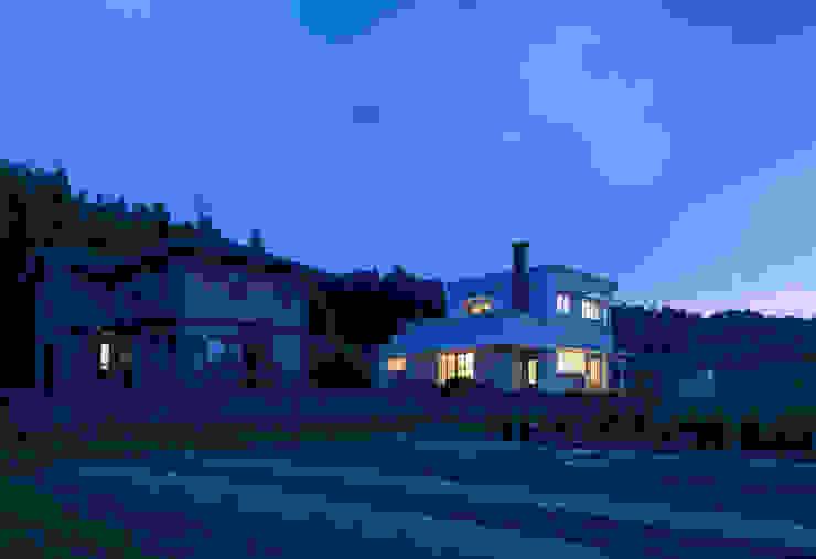 外観 夕景 の 松本勇介建築設計事務所 / Office of Yuusuke MATSUMOTO
