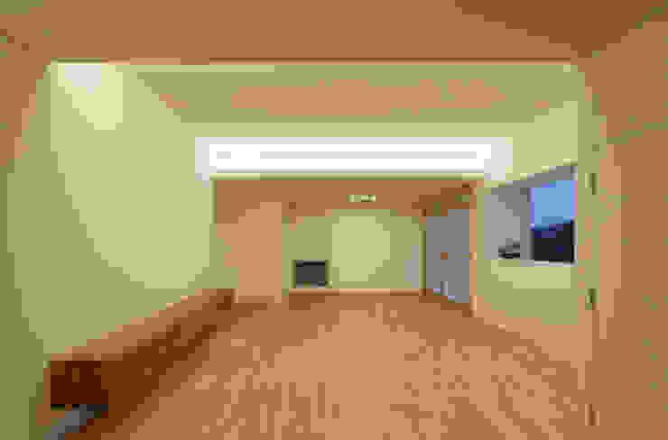 1階 LDK 夕景 の 松本勇介建築設計事務所 / Office of Yuusuke MATSUMOTO