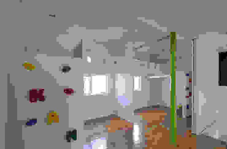 図書館階段のある家 北欧デザインの 子供部屋 の アアキ前田 株式会社 北欧