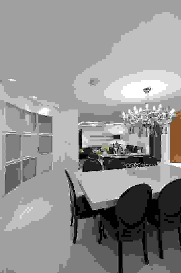 Casa Contemporânea Salas de jantar modernas por Johnny Thomsen Arquitetura e Design Moderno