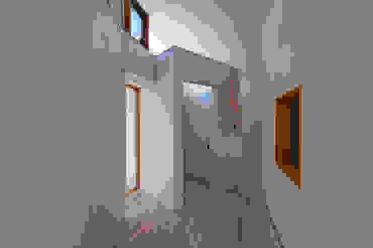 子世帯 オリジナルスタイルの 玄関&廊下&階段 の 清正崇建築設計スタジオ オリジナル