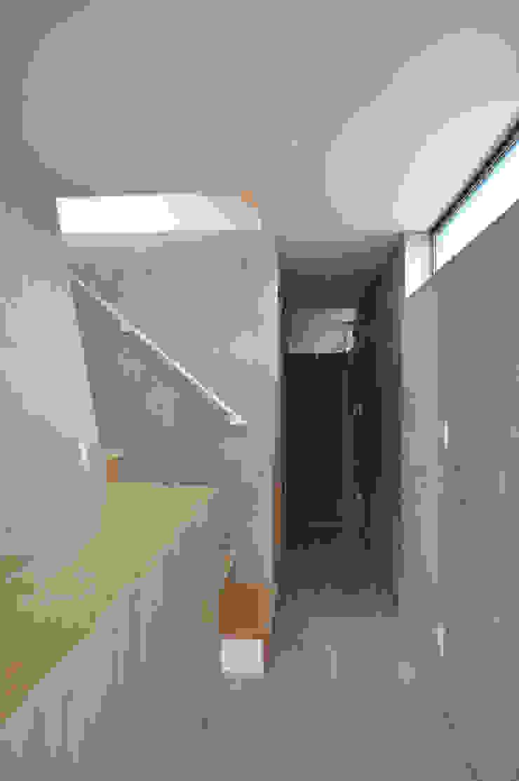 玄関 オリジナルスタイルの 玄関&廊下&階段 の 清正崇建築設計スタジオ オリジナル