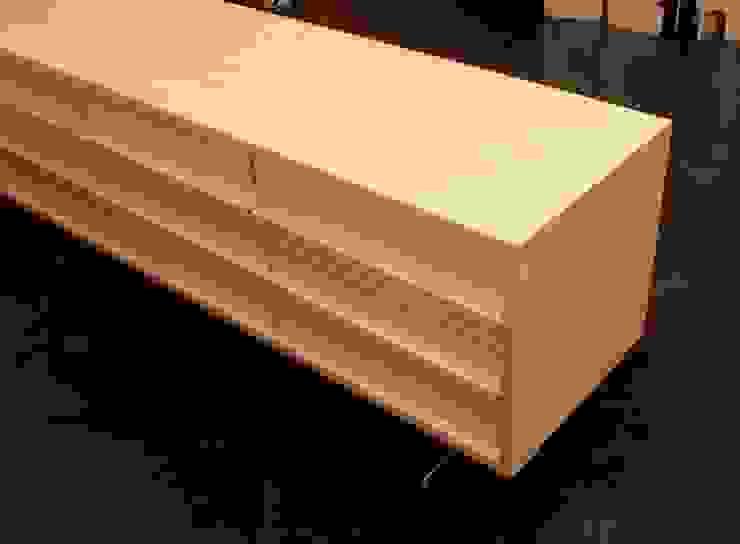 シンプル&モダンなサイドボードキャビネット: ヒロ・デザイン・ラボが手掛けた現代のです。,モダン