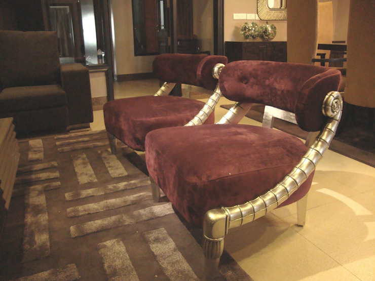 RESIDENCE OF MR.GAUR, GREATER NOIDA FOYER INTERIORS Living roomSofas & armchairs