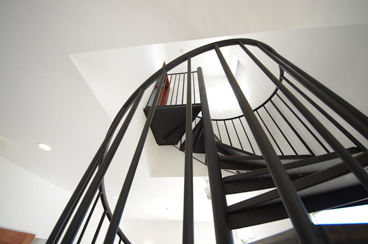 WORKS HOUSE: 徳永建築事務所が手掛けた折衷的なです。,オリジナル