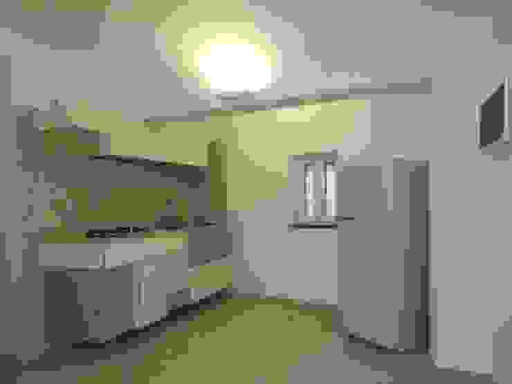 L'interno dello spazio destinato alla cucina Cucina moderna di christiandeiuliis.it Moderno