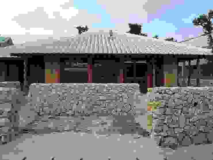 石垣島の古民家新築 アジア風レストラン の シンクロアーキテクツ一級建築士事務所 和風